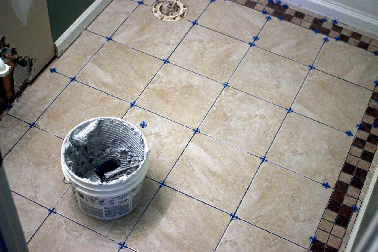 Раскладка плитки в ванной — виды и особенности