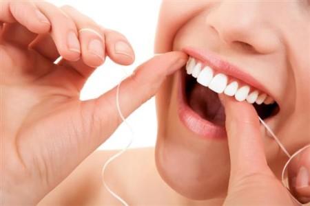 Уход за зубными имплантами — винирами и другими дентальными реставрациями