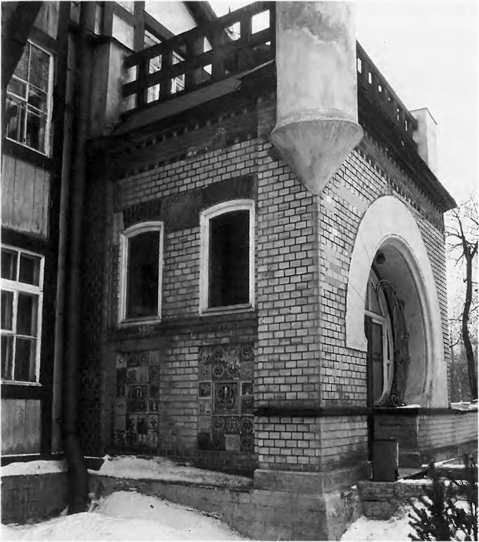 асимметричная форма входного портала