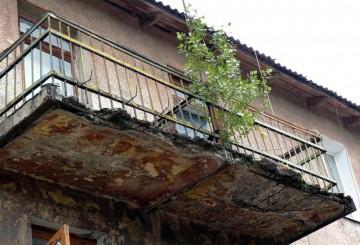 Распространенные причины повреждения балконов