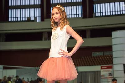 С какого возраста девочку можно отдавать в модели, как влияет это занятие на психику ребенка?