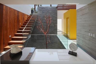 Принципы работы с деревом, камнем и стеклом во время ремонта помещений