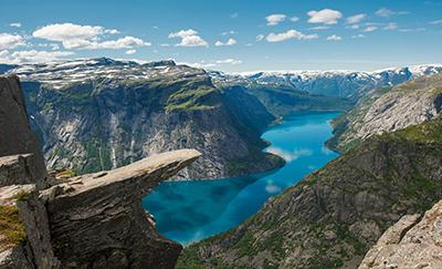 Хардангер-фьорд – одна из красивейших достопримечательностей Норвегии
